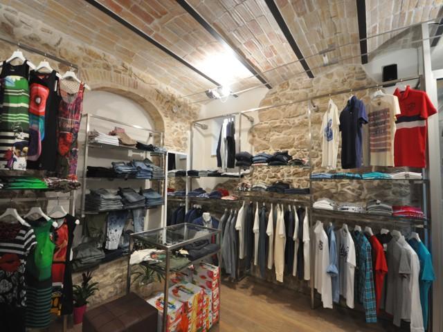 arredamenti per negozi a roma e nel lazio realizzati per i nostri ... - Negozi Arredamento Nel Jambo