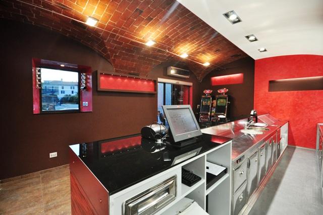 Arredamenti per negozi a roma e nel lazio realizzati per i for Bernini arredamento