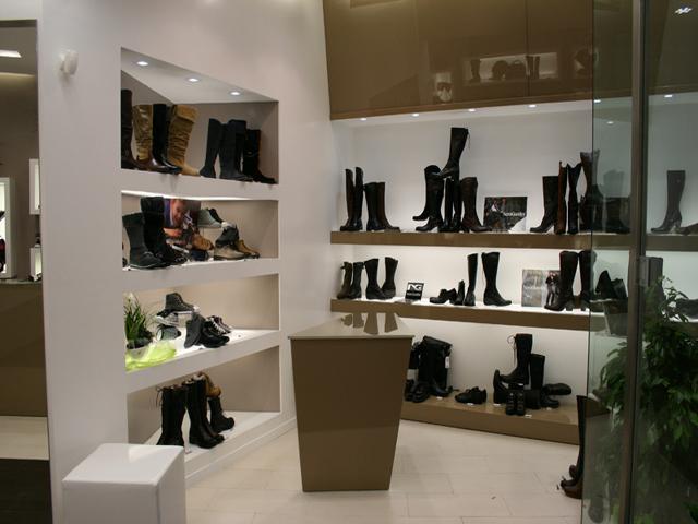 Negozi Arredamento Per Esterni Roma : Arredamenti per negozi a roma e ...