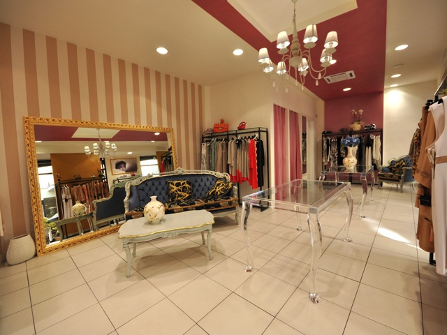 Arredamenti per negozi a roma e nel lazio realizzati per i for Centro arredamenti roma